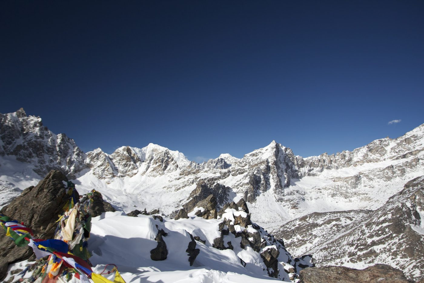 how to hire a trekking guide in nepal
