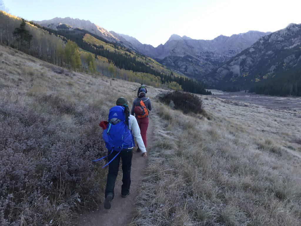 hiking kneeknocker pass