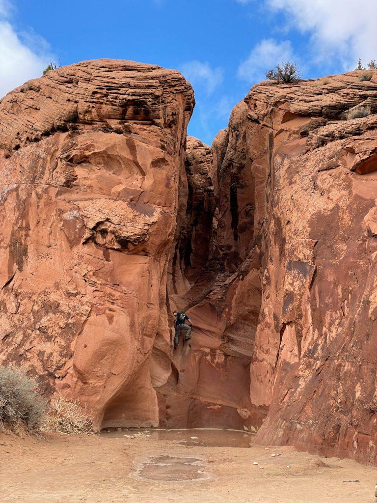 peek a boo slot canyon entrance